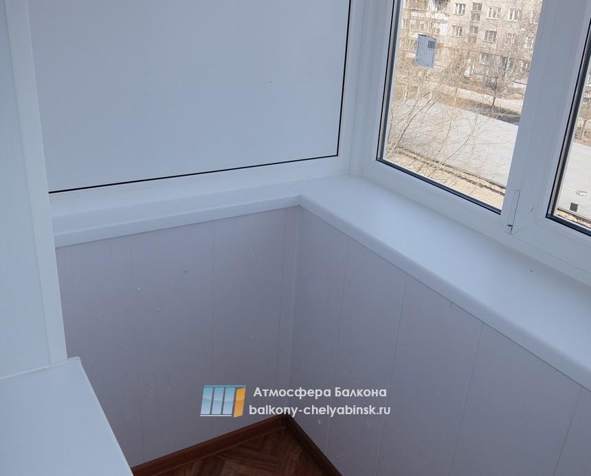 Отделка ПВХ панелями на балконе