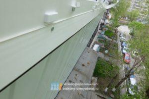 Закрываем щели на балконе