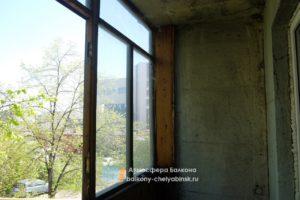 Старые рамы на балконе
