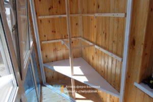 Угловой шкаф на балконе