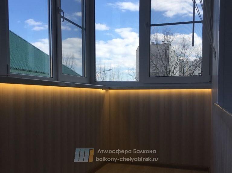 Балкон с подсветкой под подоконником